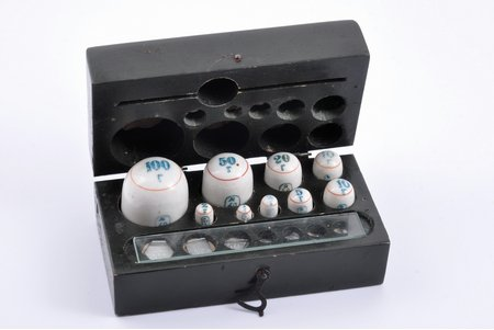 """set of porcelain weights, in a box, factory """"Gosmetr"""", porcelain, metal, USSR, the 30-40ties of 20th cent., 14.2 x 7.5 x 6.5 cm"""