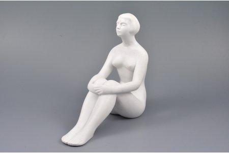 статуэтка, натурщица, фарфор, Рига (Латвия), СССР, авторская работа, автор модели - Травников Анатолий, 1963 г., 16 / 18.5 см