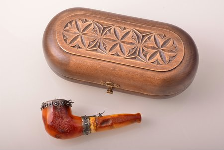 pipe, metal, amber, 12.7 x 5.2 x 3.9 cm, weight 83.85 g, in a wooden case