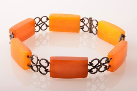 a bracelet, amber stone size 2.2 x 1.2 x 0.6 cm, metal, 13.50 g., the item's dimensions 21.5 cm, amber, chips
