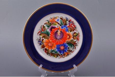 decorative plate, porcelain, Rīga porcelain factory, signed painter's work, handpainted by Vera Klimenko-Zhukova, Riga (Latvia), USSR, 1959, Ø 20 cm