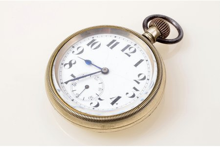 pocket watch, metal, 6.8 x 5.4 cm, Ø (dial) 46.8 mm, crack on a dial, in working condition