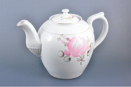 teapot, porcelain, M.S. Kuznetsov manufactory, Riga (Latvia), Russia, the border of the 19th and the 20th centuries, h 19 cm