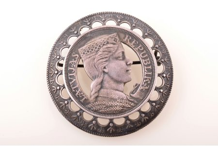 sakta, made of 5 lats coin, silver, 875 standart, 35.55 g., the item's dimensions Ø 5 cm, the 20-30ties of 20th cent., by Julijs Blums, Latvia