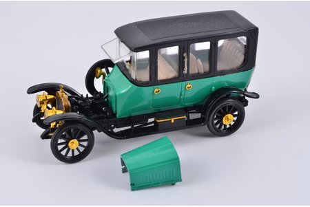 car model, Russo-Balt S24/40 Limousine Berlin 1913 Nr. A37, ~ 1980, with engine, missing taillight