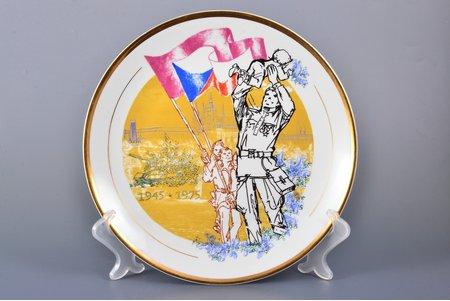декоративная тарелка, 30 лет победы во второй мировой войне, фаянс, Bohemia, Чехословакия, 1975 г., Ø 24.3 см