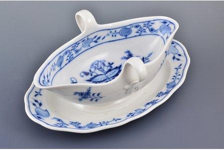 sauceboat, porcelain, Meissen, Germany, 24.3 x 14.9 x 10.6 cm