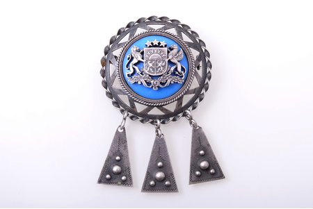 sakta, made of 2 lats coin, with coat of arms of Latvia, silver, 800 standart, 17.35 g., the item's dimensions 6.7 x 4.2 cm, the 20-30ties of 20th cent.