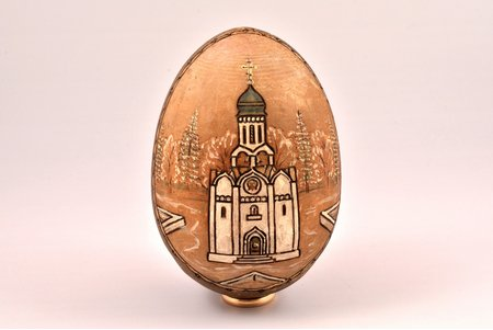 Easter egg, painting on wood, Sergiyev Posad(?), Russia, the border of the 19th and the 20th centuries, h 11 cm