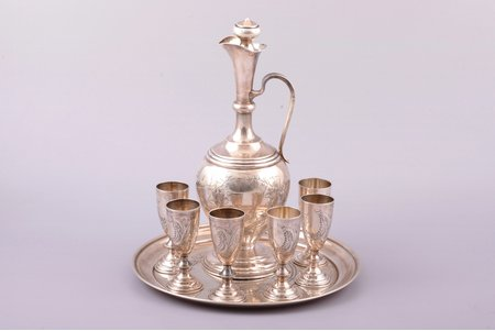 a set of 6 little glases with carafe and tray, silver, 84 standart, engraving, 1896-1907, weight 527.35 g, by Ilya Shchetinin, Moscow, Russia, h (carafe) 21.7 cm, h (glass) 7.3 cm, Ø (tray) 19.6 cm, carafe and glasses with maker's mark IЩ, tray with maker's mark ВС