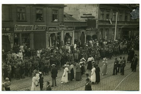 """фотография, Рига, ул. Бривибас, 6 июля 1919 г. """"Северяне"""" входят в Ригу, Латвия, начало 20-го века, 17x11 см"""