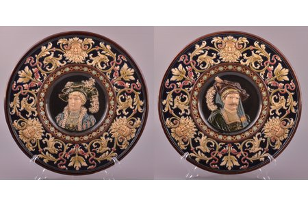 парные настенные тарелки, майолика, Zelm & Boehm, Рига (Латвия), Российская империя, начало 20-го века, Ø 33.5 см, небольшой скол с задней стороны одной из тарелок