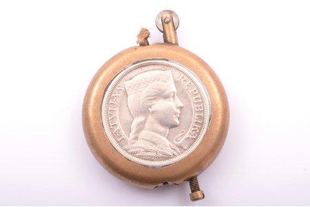 зажигалка, с двумя 5-латовыми монетами, металл, серебро, Латвия, 1-я половина 20-го века, 6.9 x 5.2 x 1.2 см, вес общий вес изделия 121.85 г