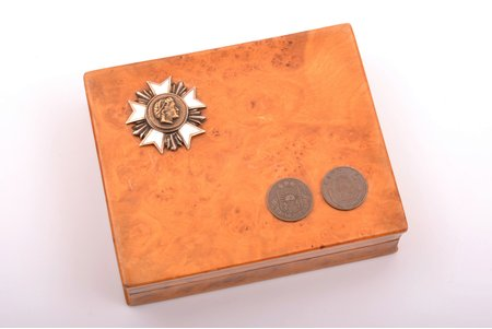 cigarette case, with badge of French Legion of Honour, Karelian birch, 8.9 x 10.7 x 3 cm