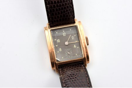 wristwatch, gold, 18 K standart, total weight (with strap) 30.50 g, 3.4 x 2.5 cm, chip on the watch glass in the corner