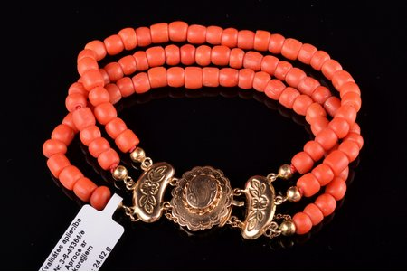 "a bracelet, coral ""Salmon"", gold, 585 standart, 24.62 g., coral, the 20-30ties of 20th cent., Netherlands, bracelet length 18.5 cm"