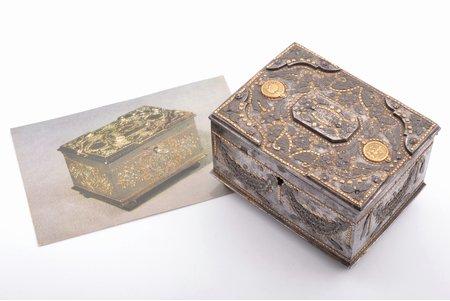 """шкатулка, мастер И. Свечников, Тула, """"алмазная"""" огранка, золоченая бронза, сталь, Российская империя, конец 19-го века, 6.5 x 10.2 x 7.7 см, вес 691.20 г, в приложении открытка с атрибуцией"""
