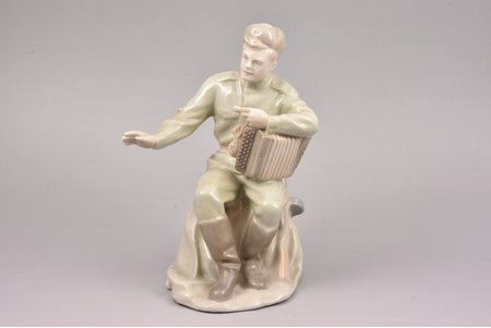 figurine, soldier Tyorkin, porcelain, Riga (Latvia), USSR, signed painter's work, Riga porcelain factory, handpainted by Irina Sochevanova, molder - Prokopy Dobrynin, the 50ies of 20th cent., 20.5 cm