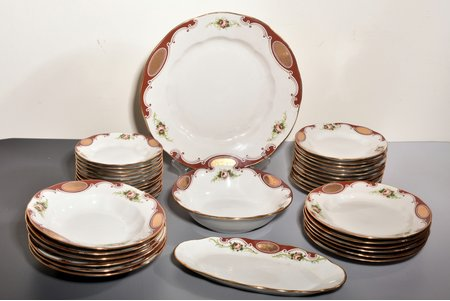 service, large serving plate Ø 35,2 cm, salad plate Ø 23,8 cv, oval plate 30,7 x 15,5 cm, 6 soup plates Ø 23,8 cm, 6 plates Ø 23,6 cm, 11 plates Ø 19,8 cm, 12 plates Ø 17,5 cm, porcelain, Rīga porcelain factory, Riga (Latvia), USSR, 1948-1970, first grade