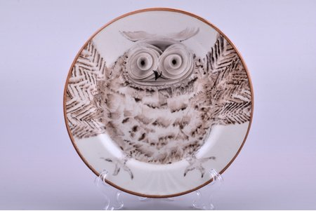 "decorative plate, ""Owl"", porcelain, sculpture's work, handpainted by Natalia Laminska, Riga (Latvia), the 70-80ies of 20th cent., Ø 17 cm"