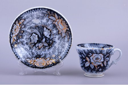 tea pair, semifaience, S.T. Kuznecov's factory, Riga (Latvia), Russia, the middle of the 19th cent., h (cup) 7.2 cm, Ø (saucer) 15.2 cm, chip on the bottom of saucer