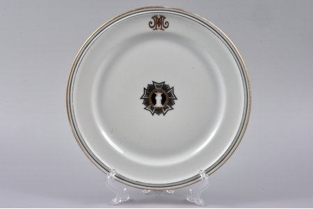 decorative plate, Military Сourt Administration, porcelain, M.S. Kuznetsov manufactory, Riga (Latvia), 1937-1940, Ø 20 cm, first grade