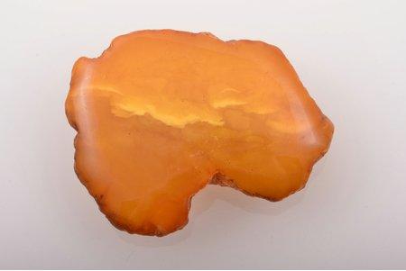 a brooch, amber, 19.11 g., the item's dimensions 5.5 x 4.3 x 1.1 cm