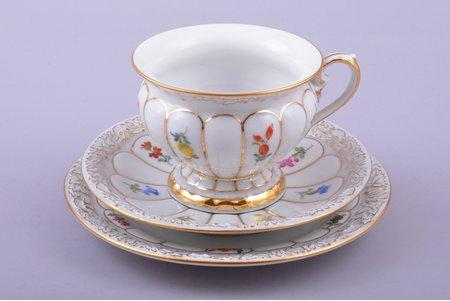 tējas trio, porcelāns, Meissen, Vācija, h (tasīte) 5.9 cm, Ø (apakštasīte) 12.2, Ø (deserta šķīvītis) 13.8 cm