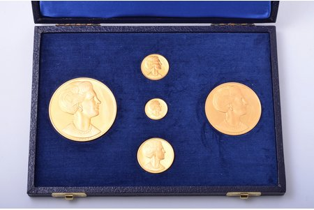set of 5 medals in commemoration of the official visit of Queen of Denmark Margrethe II to the USSR in May-June 1975; set № 5 (total circulation is 100 numbered sets); 1 medal Ø 60 mm / 105 g, 1 medal Ø 50 mm/ 50 g, 1 medal Ø 32 mm/ 17.50 g, 1 medal Ø 25 mm/ 9.50 g, 1 medal Ø 20 mm/ 3.50 g, gold, 900 standart, USSR, Denmark, 1975, in a box