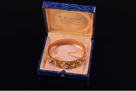 a bracelet, gold, 585 standart, 28.54 g., the diameter of the bracelet 5.3 x 6.1 cm, pearl, Finland, bracelet width 1.3 - 1.6 cm