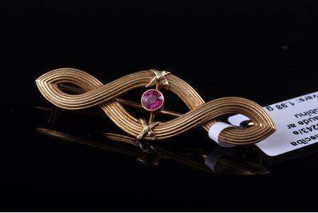 broša, jūgendstils, zelts, 585 prove, 1.98 g., izstrādājuma izmērs 1.1 x 3.7 cm, rubīns