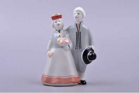 figurine, On the walk (Сouple in traditional costumes), porcelain, Riga (Latvia), Riga porcelain factory, 1948-1970, 10.9 cm, second grade