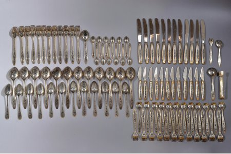 """galda piederumu komplekts, sudrabs, 875 prove, 101 priekšmets, melnināšana, apzeltījums, 1983-1985 g., 4187.95 g, artelis """"Severnaja Černj"""", Ļeņingrada, PSRS, 10.7 - 22 cm, 12 naži - sudrabs/metāls (svars 858.60 g)"""