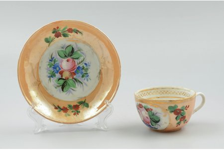 tea pair, porcelain, Nikolay Markov's factory in the village of Konyashino, Russia, the 2nd half of the 19th cent., h (cup) 4.7 cm, Ø (saucer) 13.4 cm, hairline crack on cup and saucer