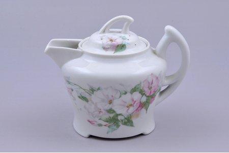 cream jug, porcelain, M.S. Kuznetsov manufactory, Russia, the beginning of the 20th cent., h 10 cm