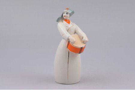 figurine, Red Army soldier with a drum, porcelain, USSR, Polonne artistic ceramic factory, 1956-1972, h 13.4 cm
