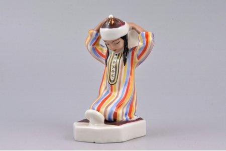 figurine, Uzbek girl in front of the mirror, porcelain, USSR, LZFI - Leningrad porcelain manufacture factory, molder - T.Fyodorova, the 50-60ies of 20th cent., h 10.9 cm