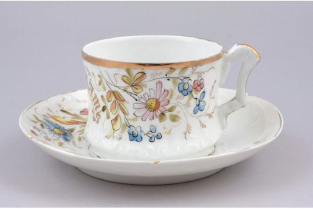 "tea pair, ""For memory"", porcelain, I. E. Kuznetsov Plant on Volkhov, Russia, the border of the 19th and the 20th centuries, h (cup) 5.8 cm, Ø (saucer) 14.2 cm"