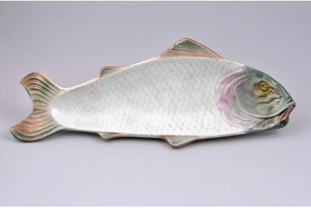 decorative plate, Fish, porcelain, M.S. Kuznetsov manufactory, Russia, the beginning of the 20th cent., 33.7 x 12.4 cm, minor chip