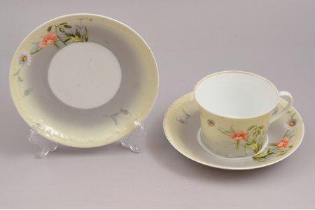 чайная пара, с двумя блюдцами, фарфор, завод Гарднер, Российская империя, конец 19-го века, h (чашка) 5.5 cm, Ø (блюдце) 13.9 см