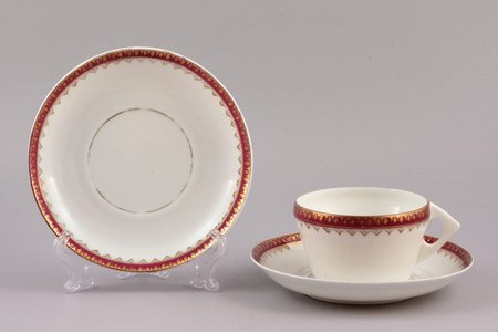 tea pair, with spare saucer, porcelain, Gardner manufactory, Russia, the 2nd half of the 19th cent., h (cup) 5.3 cm, Ø (saucer) 14.4 cm