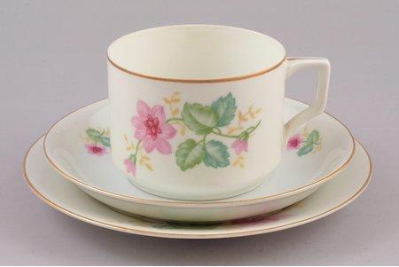 tea trio, porcelain, M.S. Kuznetsov manufactory, Riga (Latvia), 1937-1940, h (cup) 6 cm, Ø (saucers) 14.4 / 16.1 cm, third grade