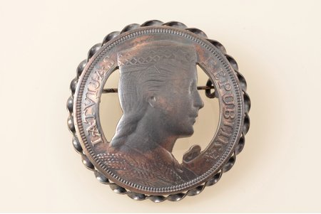 sakta, made of 5 lats coin, silver, 23.66 g., the item's dimensions Ø 4 cm, the 20-30ties of 20th cent., Latvia
