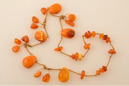 a necklace, 55.30 g., amber, lenghth 72 cm