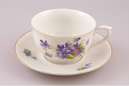 tea pair, porcelain, Langebraun, Estonia, the 20-30ties of 20th cent., h (cup) 5.4 cm, Ø (saucer) 14.3 cm, hairline crack on the edge of cup