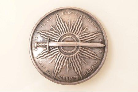 """sakta, """"Tēvu zemes mīlestību mēs ar darbiem rādīsim"""", the item's dimensions Ø 6.1 cm, the 20-30ties of 20th cent., Latvia"""