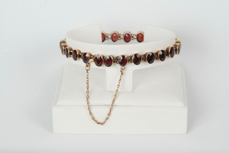 gold, 585 standart, 14.9 g., garnet, Austria-Hungary, length 18 cm, 24 stones, stone and gold's hallmark's expertise is included in the lot's price
